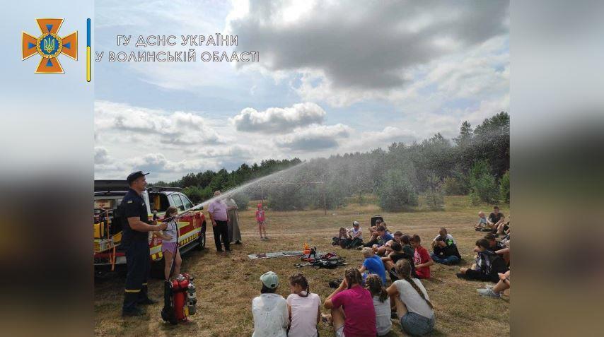 Рятувальники на Волині навчали дітей правилам безпечного відпочинку влітку