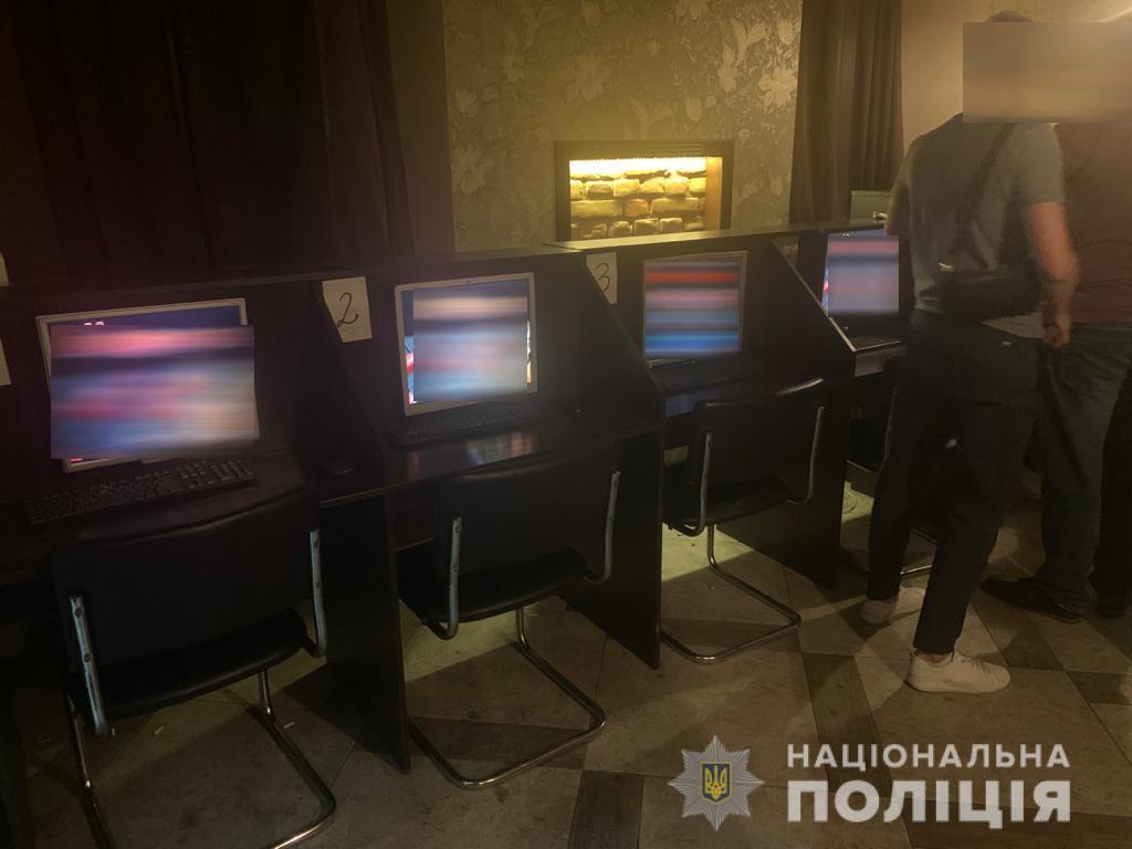 Працював для «своїх»: у Луцьку викрили підпільний гральний заклад