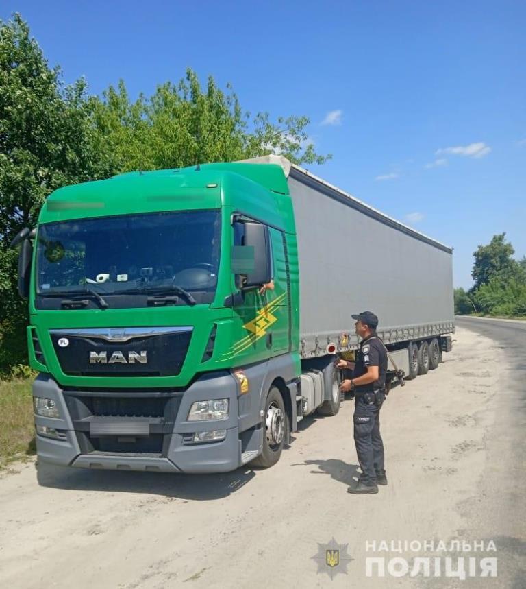 На Камінь-Каширщині винесли 14 постанов на водіїв фур за порушення правил пересування у спеку