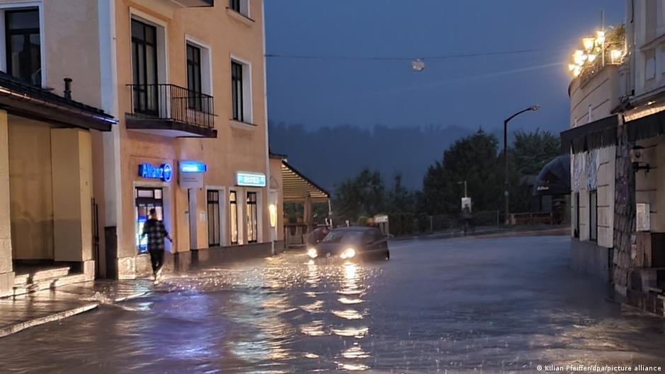 Зсуви ґрунту та затоплені дороги: Баварія і Саксонія потерпають через зливи й повені