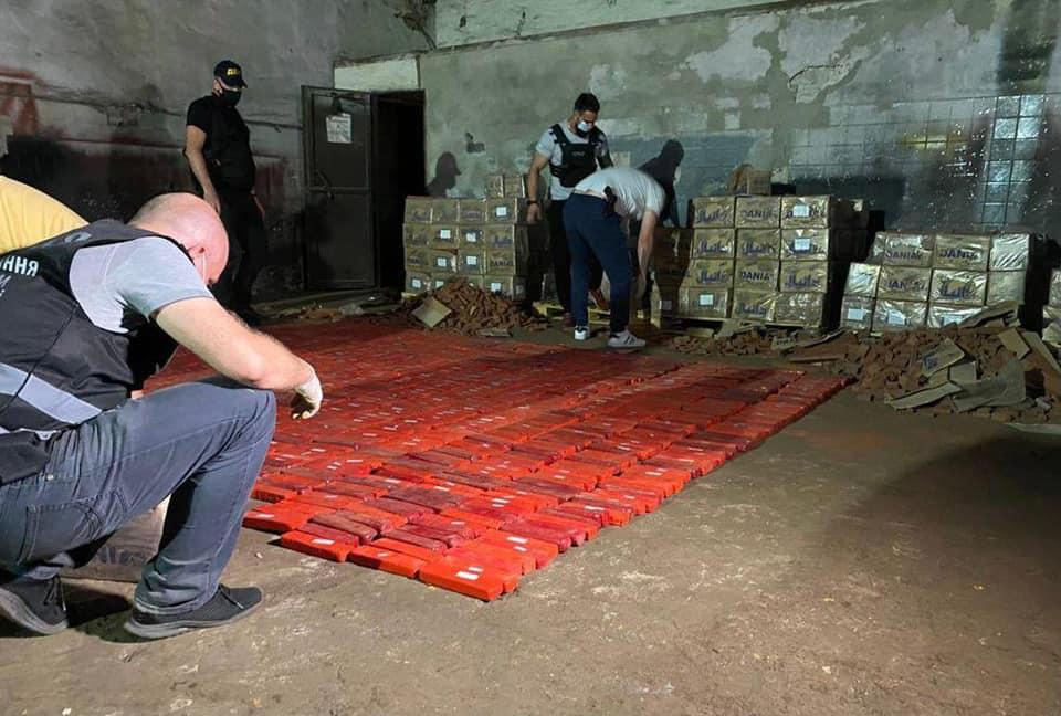 В Україні перекрили канал контрабанди наркотиків і вилучили героїну на мільярд гривень