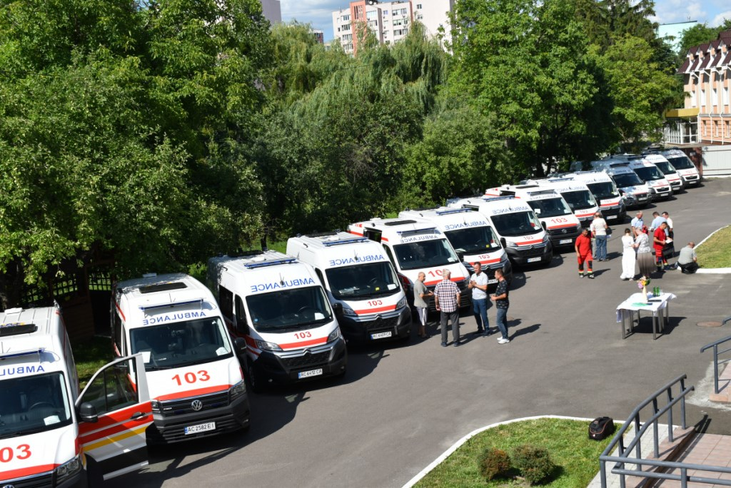 Автопарки медичних закладів Волині поповнилися 12 новими «швидкими»