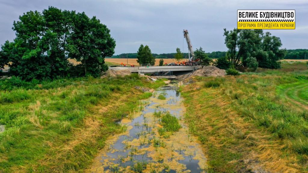 На Волині відновлюють міст через осушувальну систему