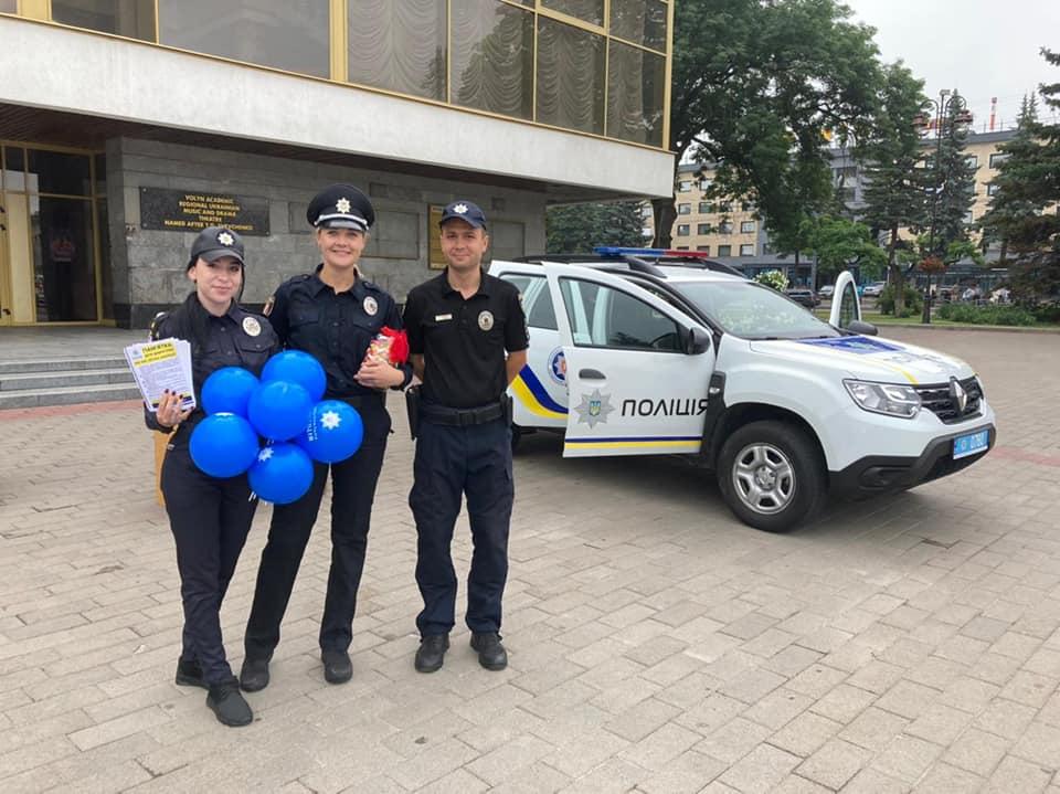 Волинські поліцейські відзначили професійне свято на Театральному майдані у Луцьку