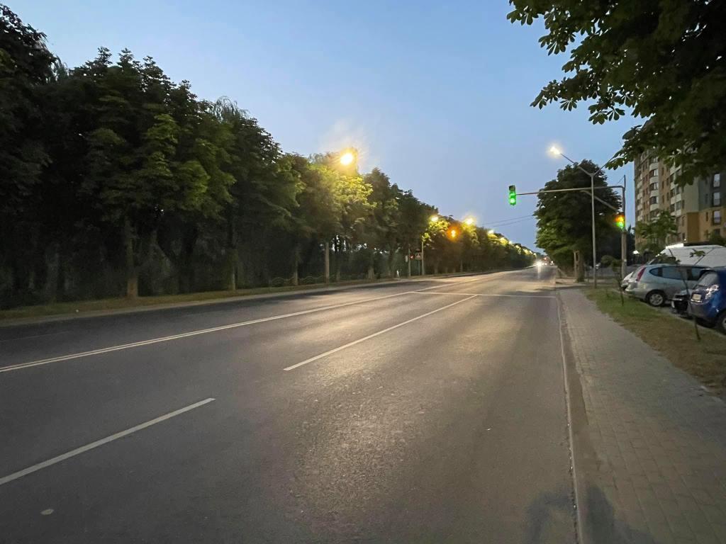 У Луцьку облаштували нове освітлення на Набережній