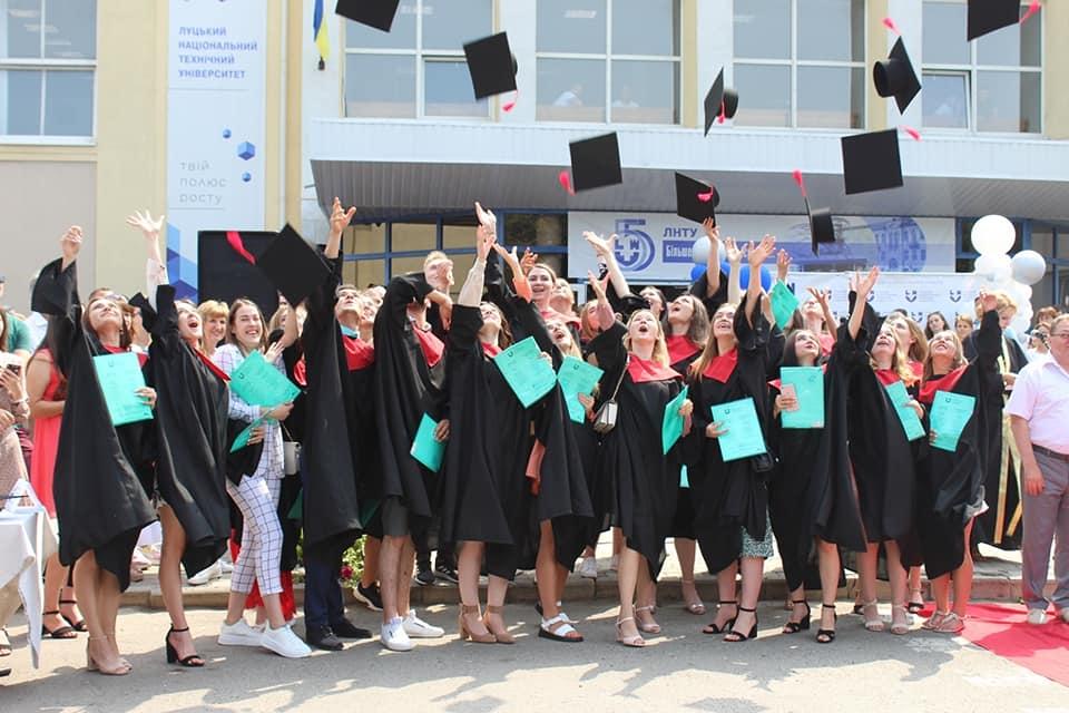 Бакалаврам Луцького НТУ вручили дипломи
