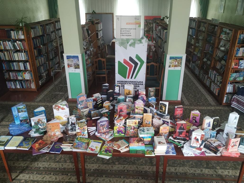 Нововолинська бібліотечна система отримала півтисячі нових книг
