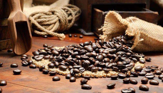 Світові ціни на каву і далі зростають через заморозки в Бразилії