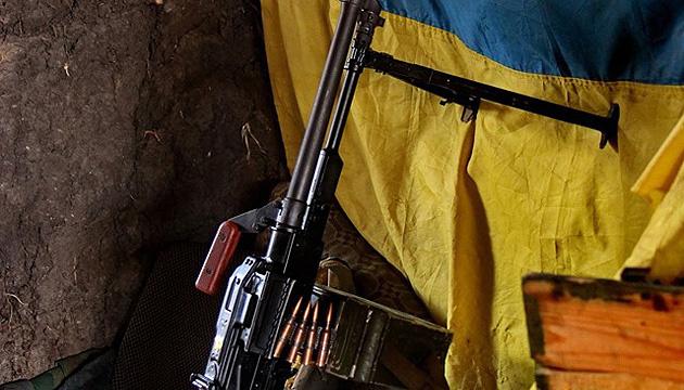 У зоні ООС загинув український боєць, троє поранені