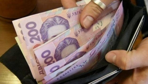 Середня зарплата українців за рік збільшилася майже на 24 %