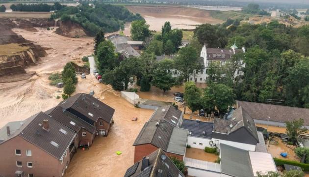 У Польщі вийшла з берегів річка і затопила трасу на Закопане