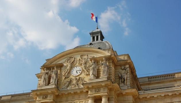У Франції запровадили COVID-перепустки та обов'язкову вакцинацію медиків