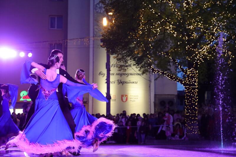 На святкове оформлення дерев у центрі Луцька витратять понад 100 тисяч