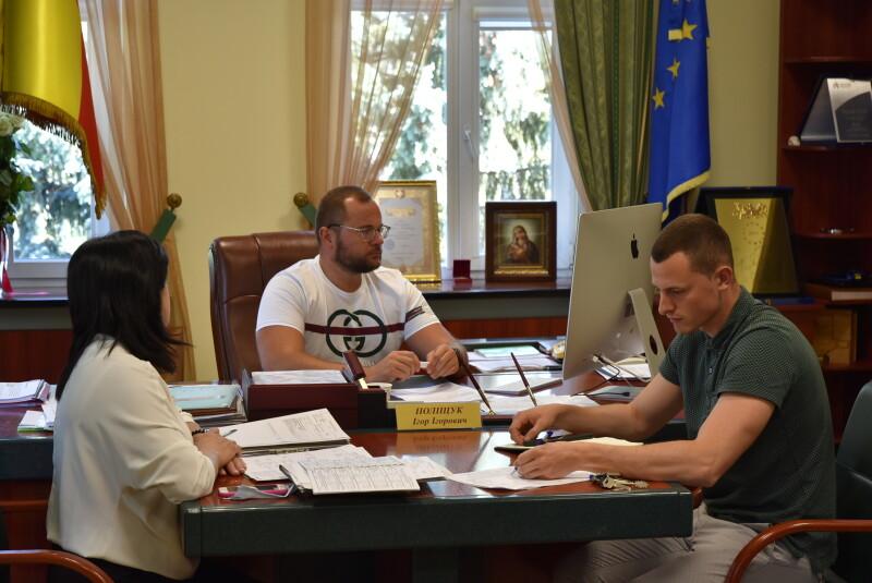Незаконне будівництво, облаштування освітлення та асфальтного покриття: Луцький міський голова провів онлайн-прийом громадян