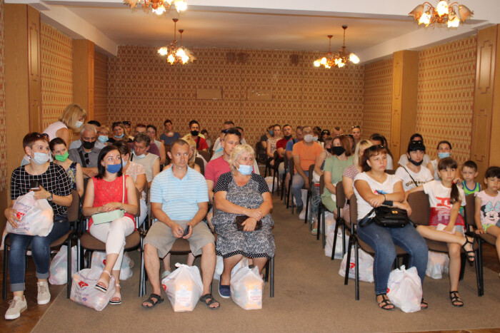 У Луцьку вручили продуктові набори 35 родинам бійців АТО