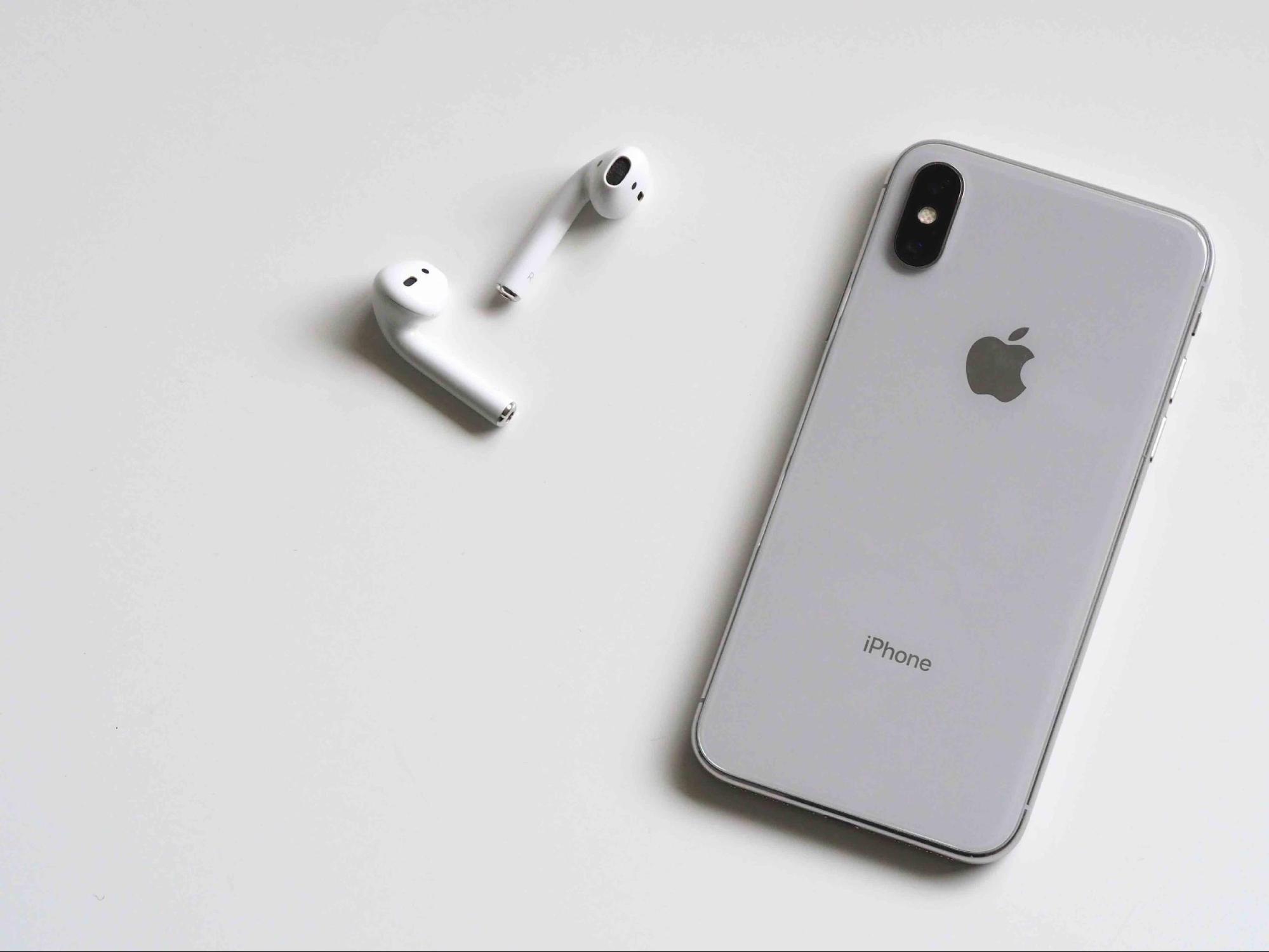 iPhone X – чим цікавий цей смартфон і чому саме він викликав революцію в світі гаджетів*