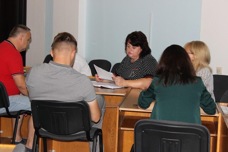 У Володимирі-Волинському з'ясовували, чому підприємці невчасно сплачують податки