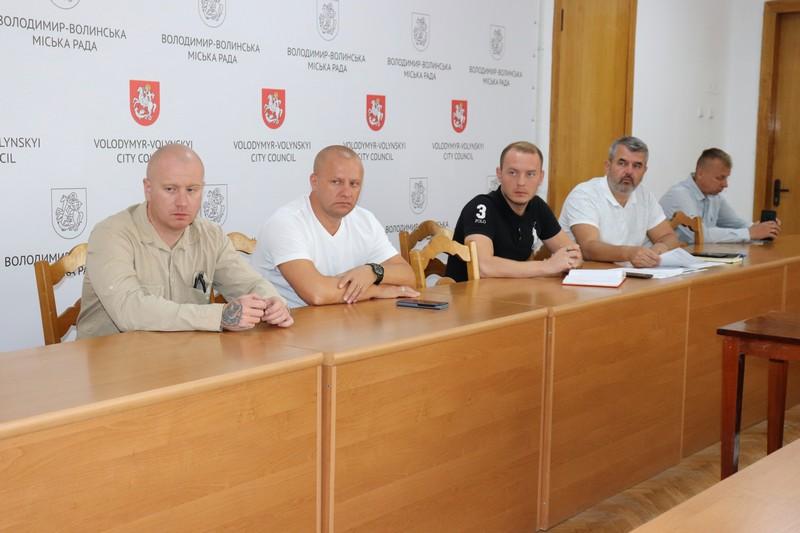 У Володимирі-Волинському обговорили нові автобусні маршрути та графіки руху