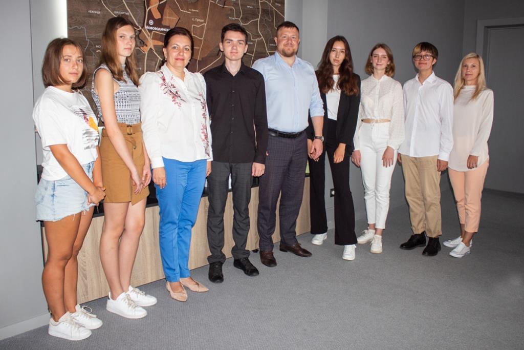 У Нововолинську вітали випускників, які здобули найвищі бали під час ЗНО