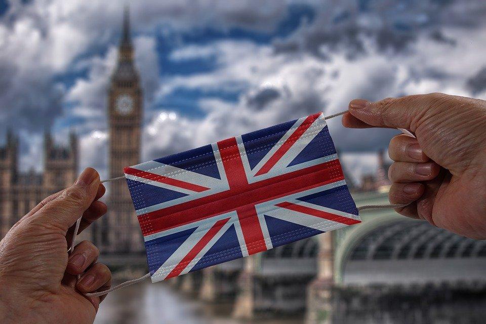 В Англії планують скасувати вимогу носити маску