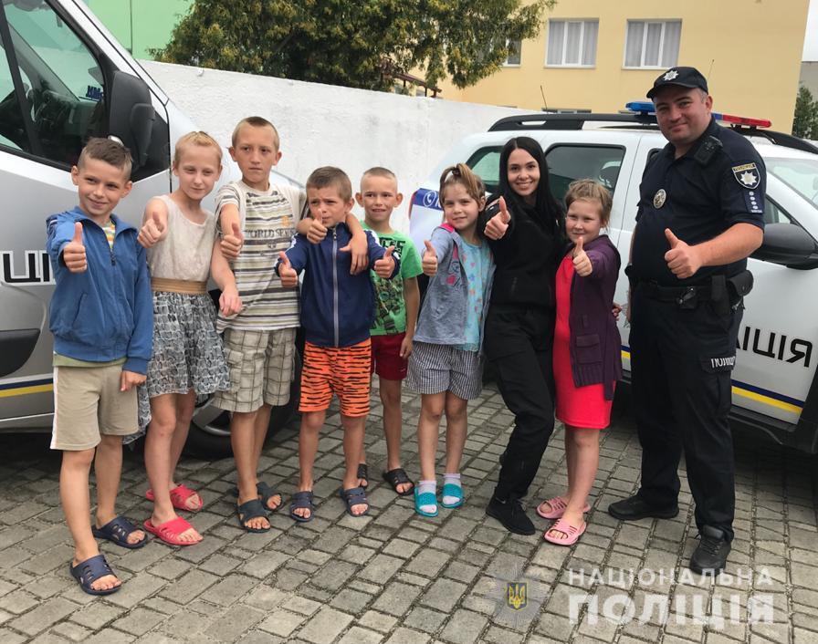На Волині поліцейські долучилися до благодійної акції «Чарівна скриня здійснення мрій»