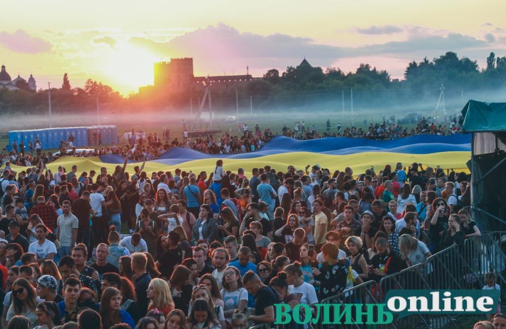 Гігантський прапор, «паті на Бандерштаті» та «Бумбокс»: другий день фестивалю «Бандерштат-2021» у фото