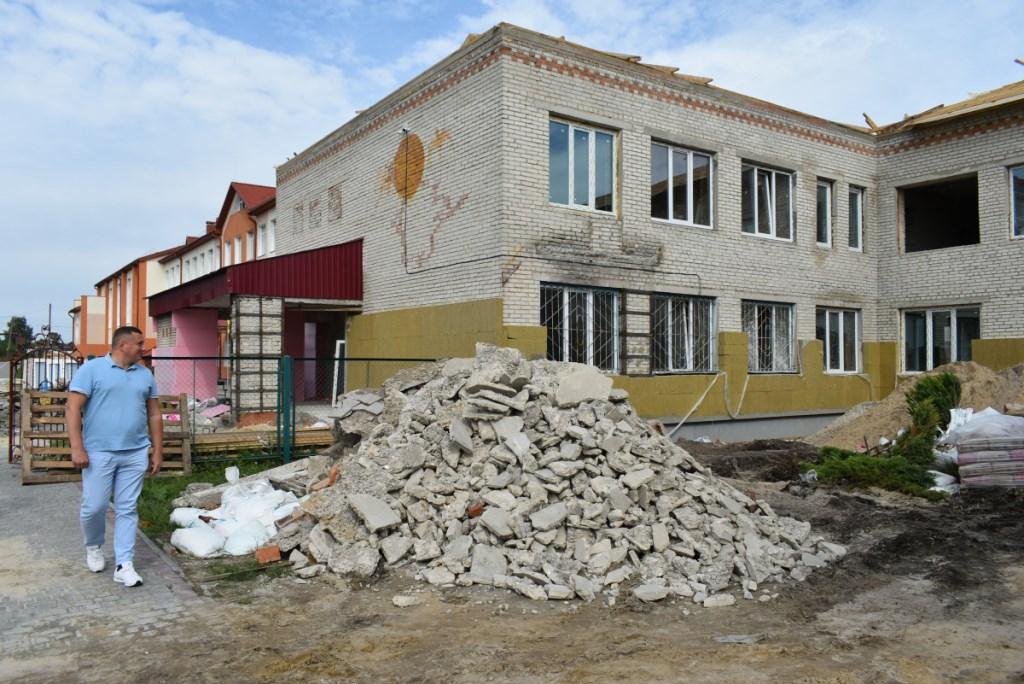 Погуляйко оглянув будівельні роботи НВК у селі Вербка