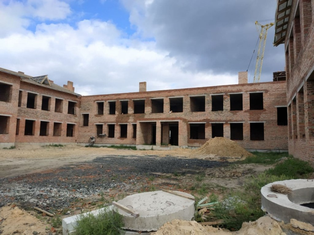Будівництво школи у Стобихівці на Волині: триває зведення спортивного залу та котельні