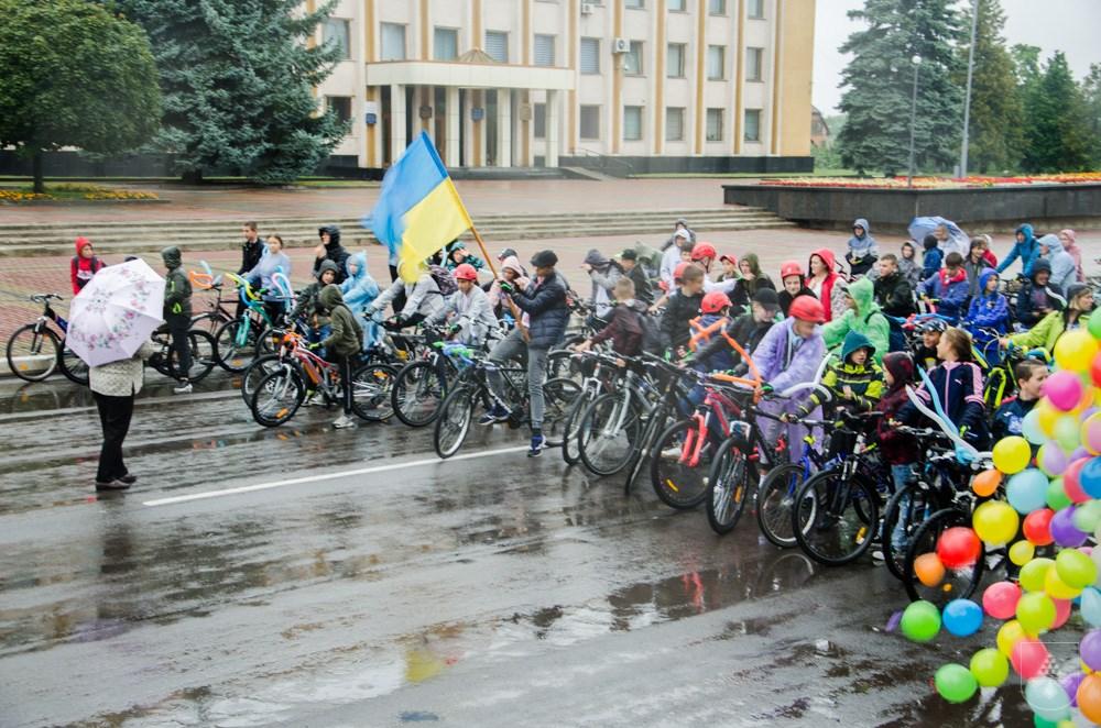 У Нововолинську святкування Дня Незалежності України почалося з традиційного велопробігу у вишиванках