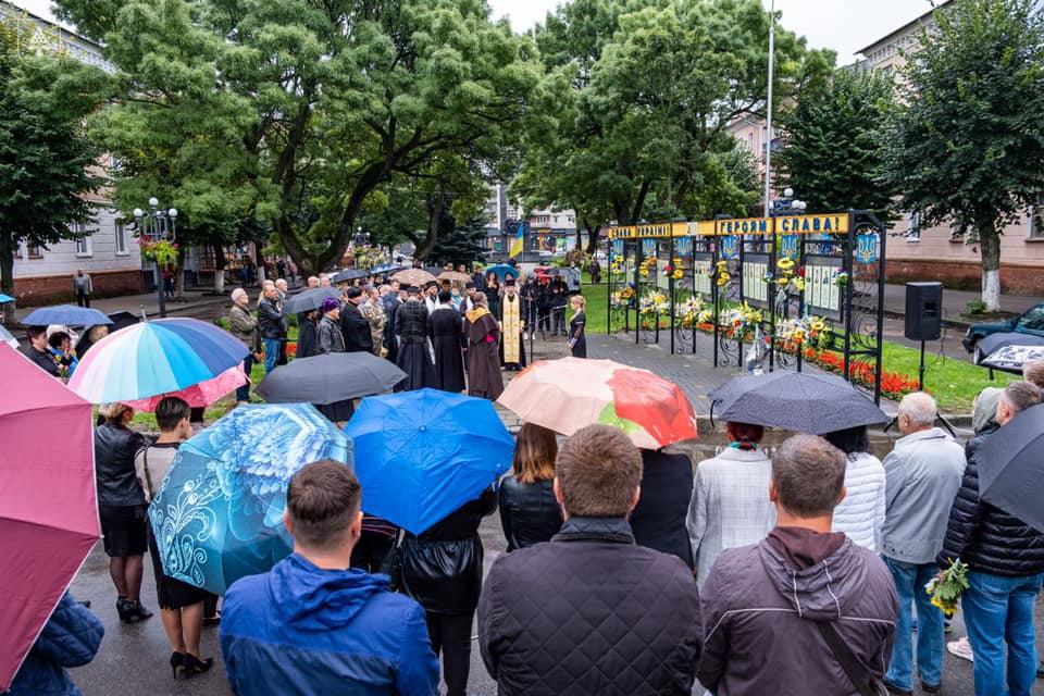 У Нововолинську відбулася загальноміська панахида за загиблими захисниками України