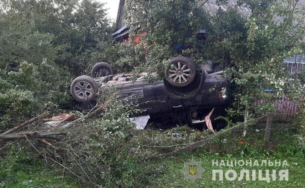 У Камінь-Каширському районі Range Rover на швидкості злетів у кювет, є постраждалі