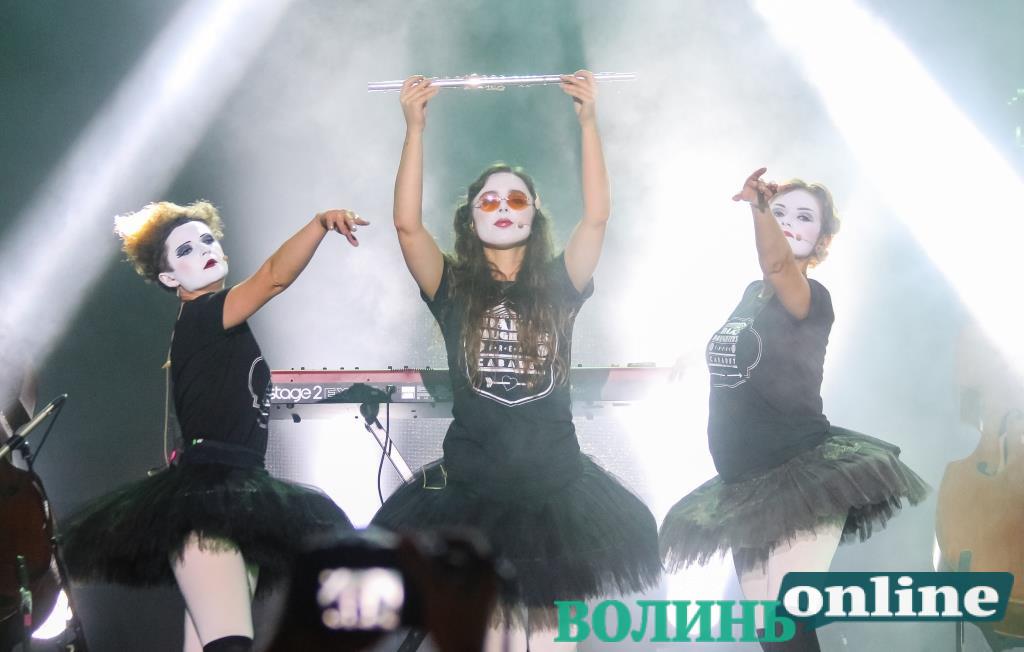 Фрік-кабаре на нічній сцені: «Бандерштат-2021» завершили виступом «Dakh Daughters»