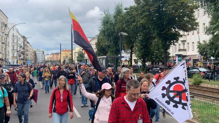 У Берліні тисячі людей протестували проти COVID-обмежень