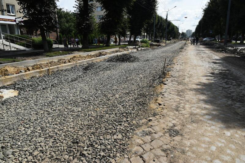 Представники міської влади проінспектували роботи з капітального ремонту доріг та дворів Луцька