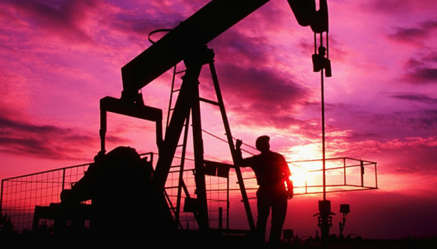 Нафта дорожчає через наближення тропічного шторму в Мексиканській затоці