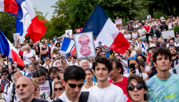 У Франції сьомий тиждень поспіль вийшли на протести проти COVID-паспортів