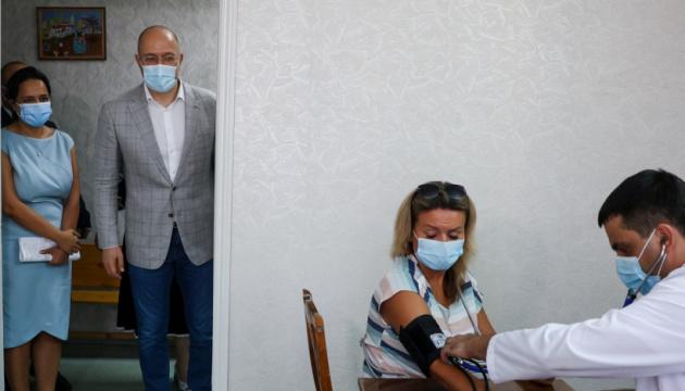 Шмигаль закликає вакцинуватися, щоб запобігти локдауну