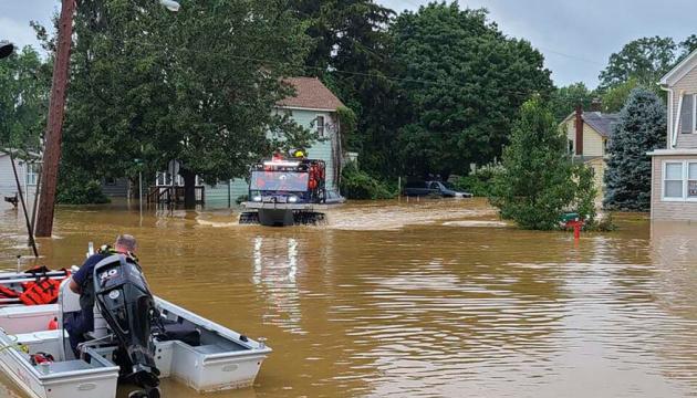 Ураган «Генрі» залишив зруйновані будинки й тисячі людей без електрики у США
