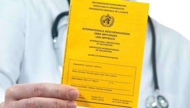 Швейцарія може запровадити COVID-паспорти для критих громадських місць