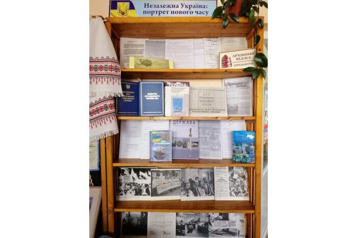 У Луцьку організували виставку документів до річниці Незалежності України