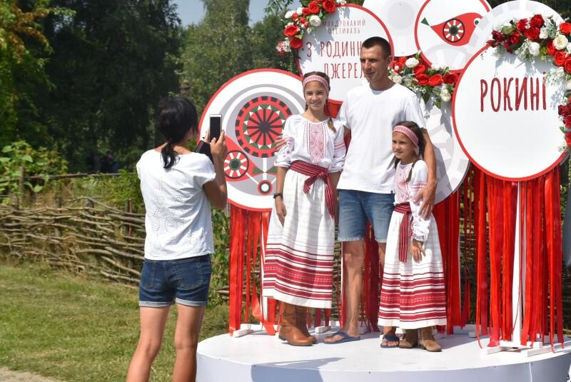 Мандрований фестиваль «З родинного джерела» вітав гостей у Рокинях