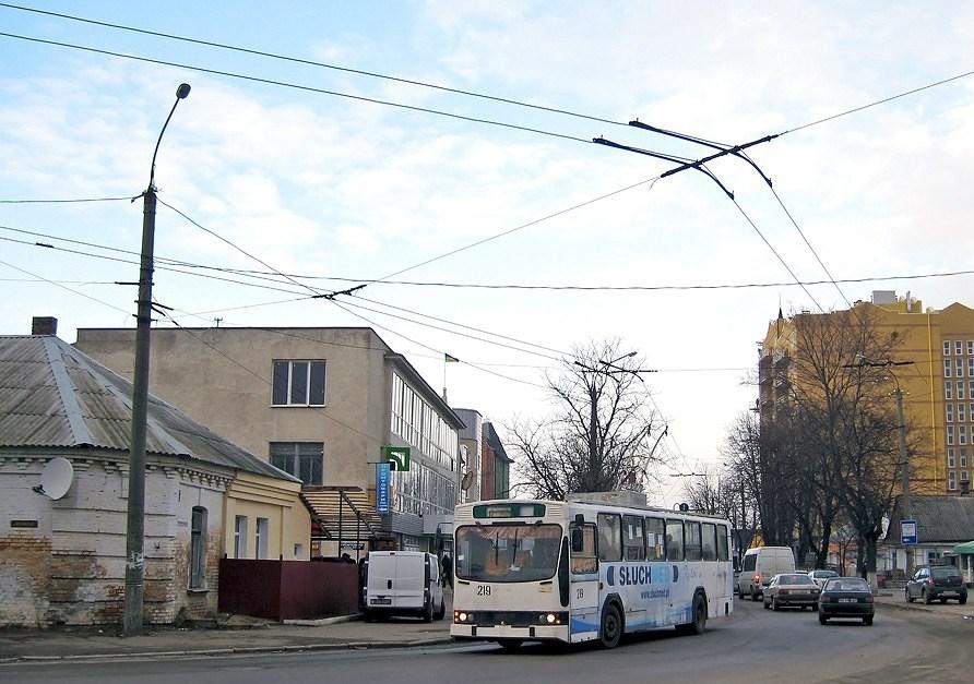 У Луцьку відновлять рух тролейбусів вулицею Червоного Хреста