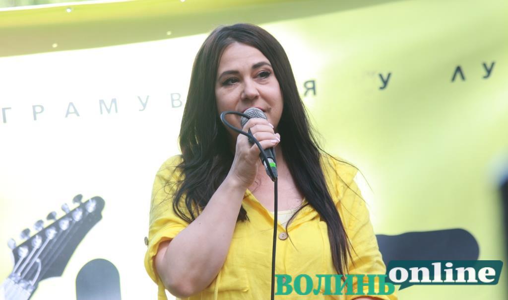 Мрія, що передалася у спадок і День Незалежності на фронті: Анжеліка Рудницька виступила на гутірковій сцені «Бандерштату»