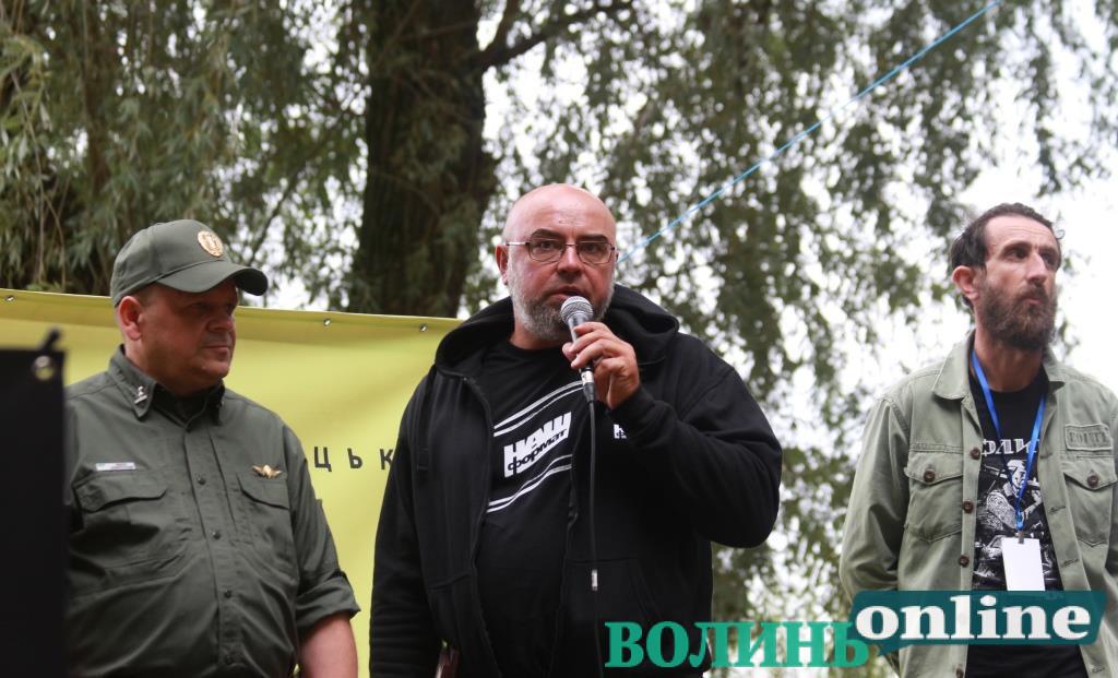 «Україна запізнилася з Реформацією на 500 років»: на «Бандерштаті» презентували проект «Військо читає»