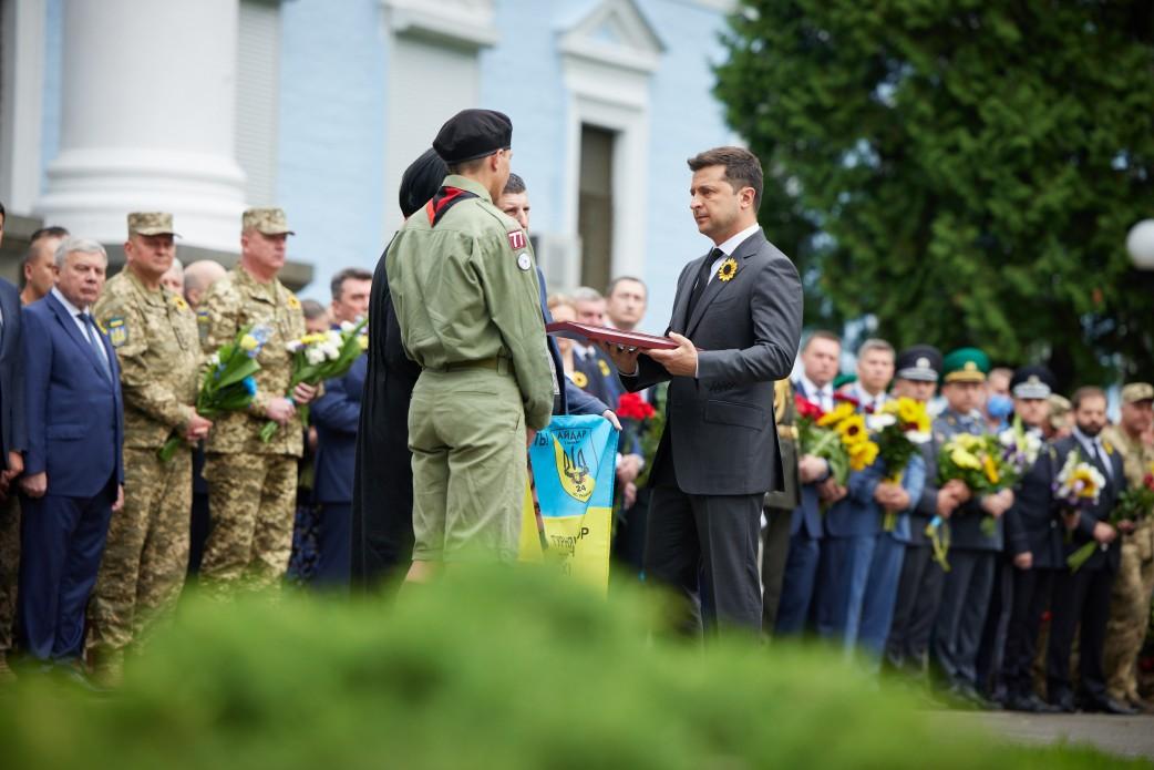 Президент присвоїв звання Героя України двом загиблим захисникам у 2014 році