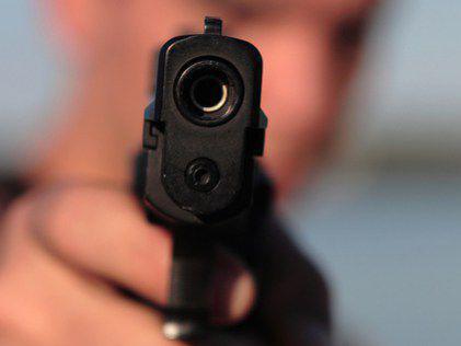 У Луцьку зловмисник посеред міста стріляв з пневматичного пістолета у працівника ЗМІ