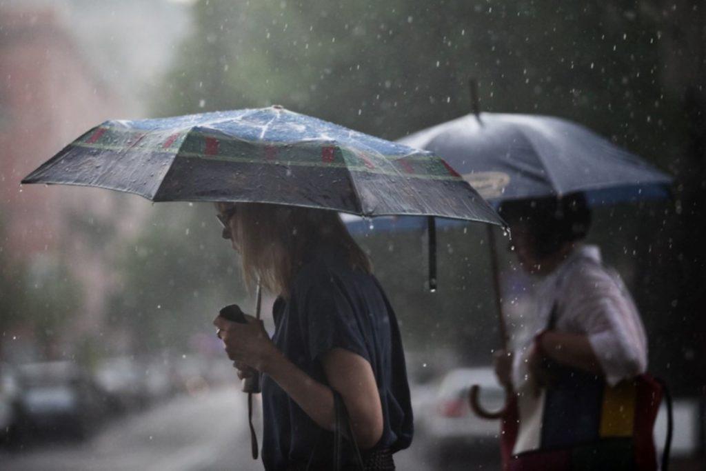 В Україні очікуються грозові зливи та посилення вітру