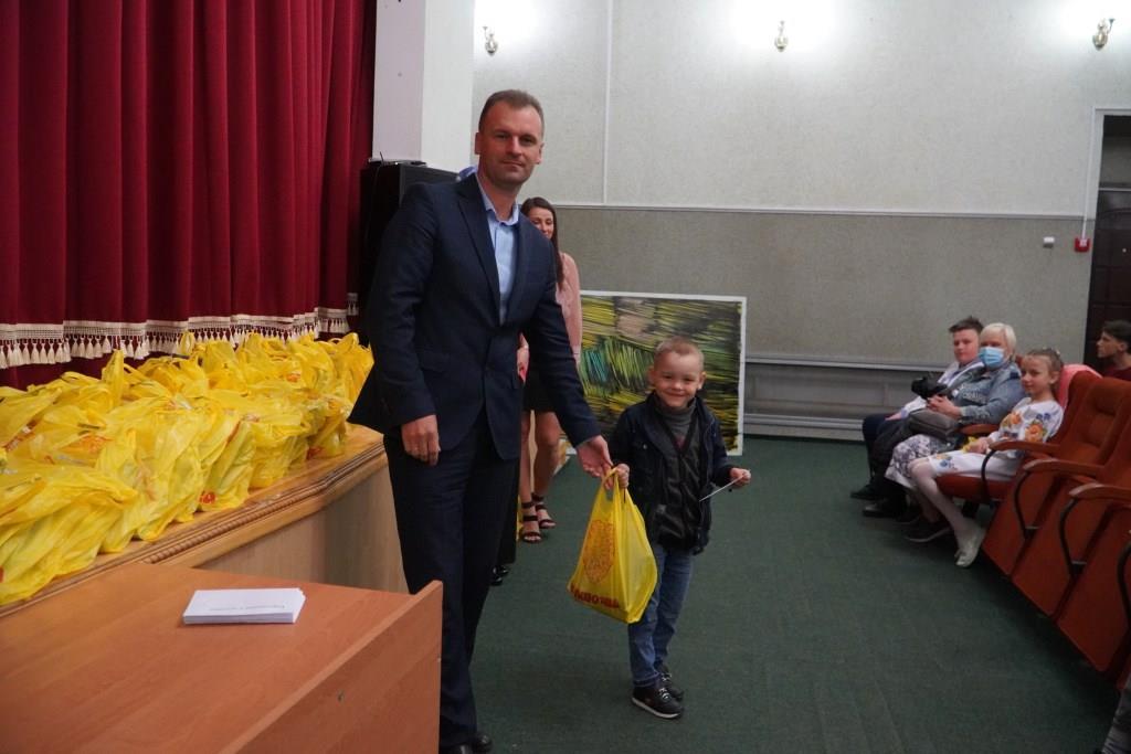 У Володимирі-Волинському вручили грошову допомогу до навчального року дітям окремих категорій