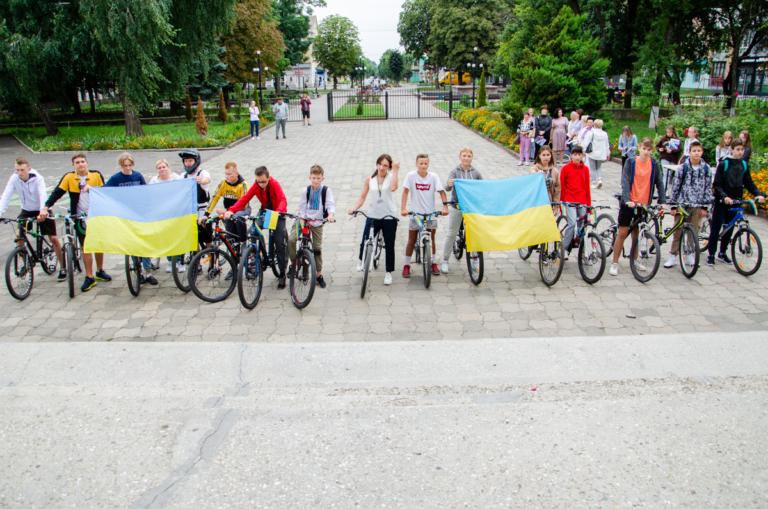 У Нововолинському ліцеї № 4 відкрили велостоянку