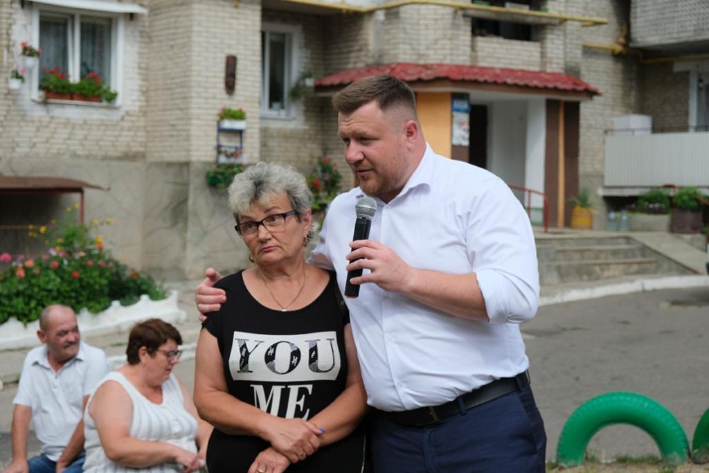 Мер Нововолинська звітував про роботу у дворах